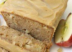 Voici une recette de pain aux pommes avec un délicieux crémage au caramel… C'est super bon et très facile à faire :) Apple Bread, Banana Bread, Desserts With Biscuits, Bread Cake, Vegetable Drinks, Frugal Meals, Food Menu, Apple Recipes, Caramel Apples