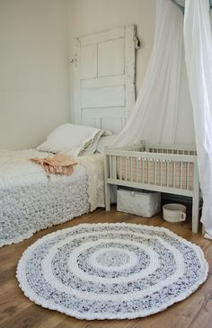 Would make an adorable little girl's farmhouse bedroom.