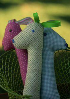 Baby Rattle DIY - super cute giraffes