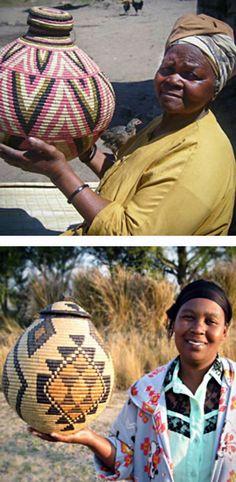 Africa | Zulu basket weavers; Jabulisiwe Mhlongo (top) and Nomkhosi Nkosi (bottom) | ©Baskets of Africa