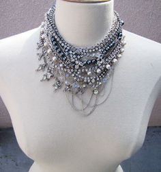 @Honestlywtf is taking those random rhinestone necklaces you have stuffed away and helping you turn them into a beautiful collar Queen Elizabeth would be jealous of! (click through for tutorial)