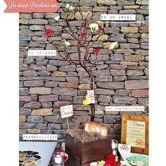 """En el 2013 regalamos muchos """"Árboles de los deseos"""" con la contratación de nuestros servicios. El 2014, no será la excepción. Cuando le das al Universo de corazón, él te lo regresa igual.   #weddingdecoration #boda #decoracion #vintage #love #amor #photooftheday #flores #flowers #crafts #decolores #caracas #novia #bride #wishtree #picoftheday #venezuela #instabride  #hechoamano #creativo #instalove #instagood #instamood #centrosdemesa #centerpieces #sign #chalkboard #pizarra #message…"""