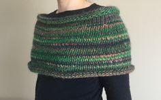 Spring : chauffe-épaules de saison ! Enfin ! Première création ! Inspirée par la couleur de cette laine (Ushuaia de Katia couleur 615 et pleins d'autres coloris sur univers-tricot.com), j'avais trop envie d'un chauffe-épaules pour aller avec mon trench...