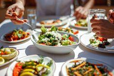 Még a Wellington-bélszínt is meg lehet csinálni vega változatban. Bár az már nem bélszín... de finom és egészséges. Dieta Fodmap, Fodmap Diet, Low Fodmap, Low Carb, 300 Calories, Potluck Dishes, Nutrition, Healthy Salad Recipes, Healthy Food