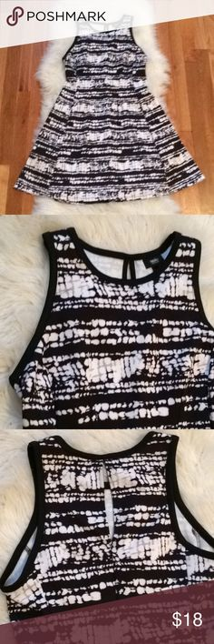 "Fit & Flare Dress  Like new condition Black & white tye dye fit and flare dress from Target. Excellent quality with a darling style. Size medium and true to size 6/8.. features 3"" slit in the back for a tiny glimpse of skin. Perfect for summer! **under Anthro for exposure Anthropologie Dresses Midi"