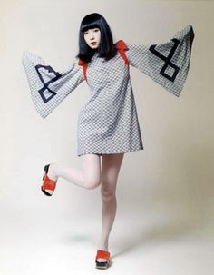 Yamaguchi Sayoko 山口 小夜子 (1949-2007) dancing as Yacco-san 奴さん character - Japan - 1972