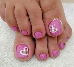 Manicure Pedicures toe nail art designs, toe nail art summer, summer beach toe nails Can Hair Dye Ca Pretty Pedicures, Pretty Toe Nails, Cute Toe Nails, My Nails, Simple Toe Nails, Beach Toe Nails, Summer Toe Nails, Beach Nail Art, Pedicure Nail Art