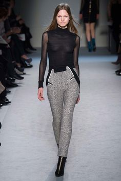 Roland Mouret Fall 2015 Ready-to-Wear Fashion Show - Annika Krijt (Elite)