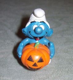 Vtg Small Smurf Holding Pumpkin Figurine Schleich-Peyo Collectible Smurfs 1987   $27.50