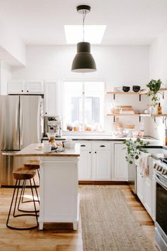 You Have To See This Beautiful + Serene Kansas City Home | Glitter Guide #cocinasClasicas