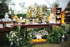 Fotografia: LABNeto e Alex Brandão Decoração: Omelette Eventos http://lapisdenoiva.com/casamento-no-campo-mumu-guto/