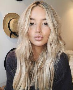 Blonde Hair Shades, Blonde Hair Looks, Olive Skin Blonde Hair, Beachy Blonde Hair, Brown Eyes Blonde Hair, Sandy Blonde, Wavy Hair, Blonde Hair Inspiration, Hair Inspo