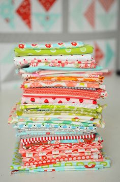 love bright fabric stacks:)