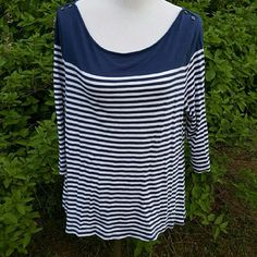 Blue stripe top Size xl.  Old navy nautical blue and white stripe top.  Quarter length sleeves Old Navy Tops