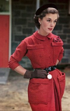 1949 --- A model poses in a tweed suit designed by Shelia Lynn and gloves designed by Shalimar. On the belt of the suit is a pocket watch designed by Otto Grun. --- Image by © Genevieve Naylor/Corbis Vintage Outfits, Vintage Wardrobe, Vintage Dresses, Tweed Suits, Vintage Fashion Photography, 1940s Fashion, Mode Inspiration, Colorful Fashion, Passion For Fashion