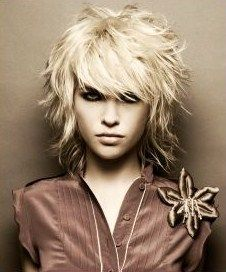 Funky hairstyle is the best reflection for strong personality and also romantic look.If You wanna give you a complete new look in 2018 you should try Funky Hairstyle, here you will get 20 funky hairstyles to get younger and stylist look. Medium Long Hair, Medium Hair Cuts, Medium Hair Styles, Curly Hair Styles, Medium Blonde, Short Styles, Hipster Hairstyles, Shag Hairstyles, Pretty Hairstyles