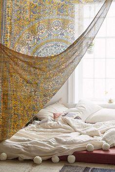 Elegance chic bohemian bedroom design ideas (73)