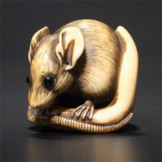 ivory netsuke of a seated rat, attributed to Masanao of Kyoto (circa 1780)