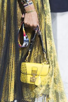 Christian Dior at Paris Fashion Week Spring 2018 - Details Runway Photos Fashion 2018, Fashion News, Fashion Show, Paris Fashion, T Bag, Fashion Details, Christian Dior, Women Wear, Street Style
