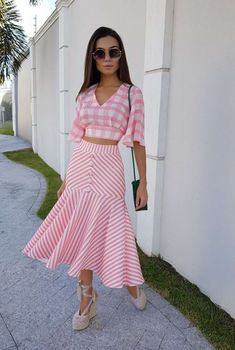 42 Bottom Outfits To Update You Wardrobe - Luxe Fashion New Trends Modest Fashion, Fashion Dresses, Maxi Dresses, Skirt Outfits, Dress Skirt, Look Star, Trend Fashion, Elegant Outfit, Traditional Outfits
