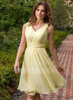 Bridesmaid Dresses - $77.49 - A-Line/Princess V-neck Knee-Length Chiffon Bridesmaid Dress With Ruffle (007027162) http://jjshouse.com/A-Line-Princess-V-Neck-Knee-Length-Chiffon-Bridesmaid-Dress-With-Ruffle-007027162-g27162