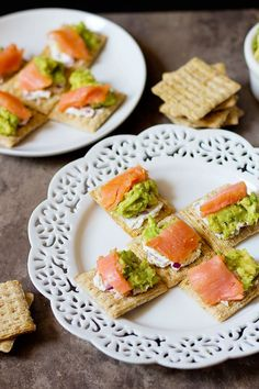 Have your guests go WOW with these Salmon Avocado bites! The smoked salmon pairs very well with goat cheese and smoked gouda crackers! Appetizer Dips, Yummy Appetizers, Appetizer Recipes, Snack Recipes, Smoked Gouda, Smoked Salmon, Best Dishes, Side Dishes, Salmon Avocado