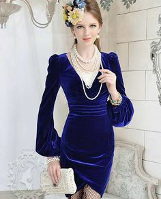uzun kollu gece mavisi kadife elbise modeli