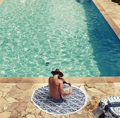 Poolside love // image via Captain and the Gypsy Kid www.thebeachpeople.com.au