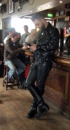 Mens Leather Pants, Motorcycle Leather, Leather Boots, Black Leather, Leather Outfits, Denim Fashion, Black Men, Black Boots, Sexy Men