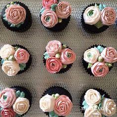Miso Bakes   Buttercream floral cupcakes.: