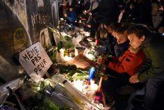 Attentats à Paris : les hommages aux victimes en France et dans le monde - Attentats à Paris : les hommages aux victimes en France et dans le monde - Place de la République, à Paris - Femina.fr