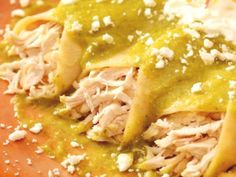 Make Quick and Easy Rotisserie Chicken Enchiladas With Salsa Verde Easy Weeknight Meals, Easy Meals, Enchiladas Mexicanas, Rotisserie Chicken Enchiladas, How To Make Enchiladas, Creamy Spaghetti, Meal Worms, Salsa Verde Recipe, Chicken Treats