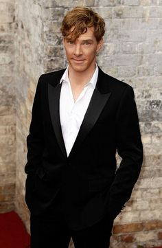 Still can't hardly believe Ben's true hair color is ....... what? .... ginger?   :-/   ........