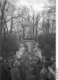 1932 Goethe Denkmal im Tiergarten Prussia, Color Theory, Evolution, Mount Rushmore, Berlin, Mountains, Travel, History, Animales