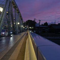 晩夏の夕暮れの犀川大橋 Kanazawa, Railroad Tracks, Scenery, Sidewalk, Landscape, Side Walkway, Walkway, Paisajes, Walkways