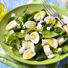 If you want to incorporate Mediterranean diet breakfast foods into your weekly menu, stick around. We give you ten greek breakfast foods to try out daily.