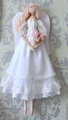 Купить или заказать Ангел любви, света и добра. в интернет-магазине на Ярмарке Мастеров. Ангел чистый, ангел нежный, сны твои всегда прекрасны... Бесподобно красивый ангел, будто соткан из воздуха и света. Пусть эта куколка - оберег сохранит любовь в семье и подарит её тому, кто только ищет свою вторую половинку! В работе использованы очень красивые кружева разного вида, подол расшит вручную бисером.