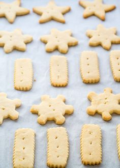 Classic shortbread cookies with a lemony twist, only 4 ingredients and festively decorated just in time for the holidays.