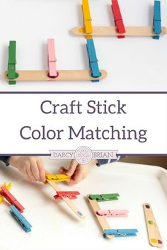 Preschoolers and toddlers will love playing with this Popsicle stick fine motor color match game. Matching colors is a fun activity for little ones to play with and makes a great busy bag activity. Boost fine motor skills and color recognition skills with this easy activity.