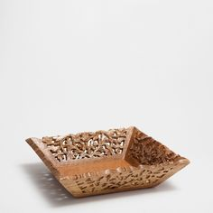 OPENWORK SQUARE BASKET WITH WOODEN HANDLES