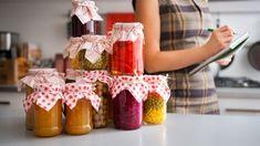 Malá škola zavárania – čo všetko potrebujete vedieť? Glass Food Storage, Food Storage Containers, Pickled Fruit, Fermented Cabbage, Edible Food, Me Time, Meal Prep For The Week, Survival Food, Fun Cupcakes