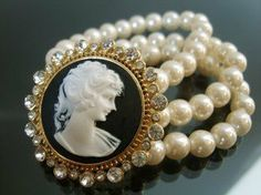 Cameo And Pearl Bracelet Cameo Jewelry, Jewelry Design, Locket Design, Victorian Jewelry, Vintage Jewelry, Vintage Bracelet, Fashion Bracelets, Fashion Jewelry, Pearl And Lace