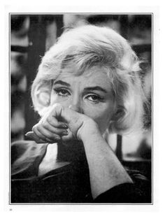 Marilyn Monroe at her Brentwood home during an interview for Life Magazine on July Photo by Allan Grant, Marylin Monroe, Maquillage Marilyn Monroe, Marilyn Monroe Makeup, Marilyn Monroe Photos, Robert Mapplethorpe, Annie Leibovitz, Richard Avedon, Bert Stern, Interview