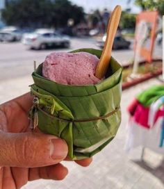 An ice cream cup manufactured of banana leaves – stunning On Egg Packaging, Food Packaging Design, How To Make Guacamole, Uses For Coffee Grounds, Metal Straws, Food Waste, Food Presentation, Food Styling, Biodegradable Products