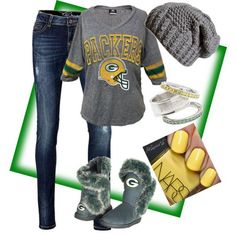 Green Bay Packers outfit.... Go pack go!! That shirt!!