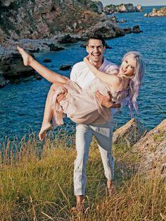 Andreea Bălan va avea parte de o nuntă ca în filme peste Ocean. Artista a declarat pentru ştirile Antenei 1 că se va căsători cu iubitul ei, George Burcea Romania, Vip, Georgia, Angeles, Stars, Couple Photos, Couples, Artist, Movie