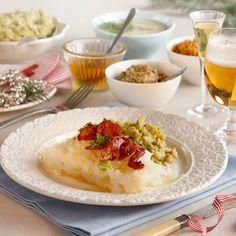 Lutefisk med ertestuing og sennepssaus -  Lutefisk with mashed peas and mustard sauce