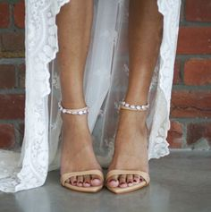 Simple, elegant and sophisticated – the dosa are the perfect leather heel. Combi… Simple, elegant and sophisticated – the dosa are the perfect leather heel. Combined with the Salita Matthews for Grace Loves Lace Venus anklet Boho Wedding Shoes, Wedding Boots, Wedding Heels, Lace Wedding, Wedding Dresses, Hippie Look, Ballerinas, Boho Chic, Boho Heels