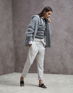Stylish cardigans and lightweight sweaters for women in colorful cotton yarn, linen and silk. Discover Brunello Cucinelli collection on the online boutique. Knitwear Fashion, Italian Fashion, Grey Pants, Brunello Cucinelli, Comfortable Fashion, Everyday Outfits, Outfit Sets, Knit Cardigan, Lana