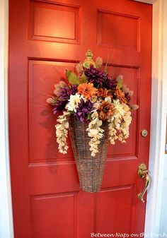 Decorating-Front-Door-with-an-Autumn-Fall-Basket-4